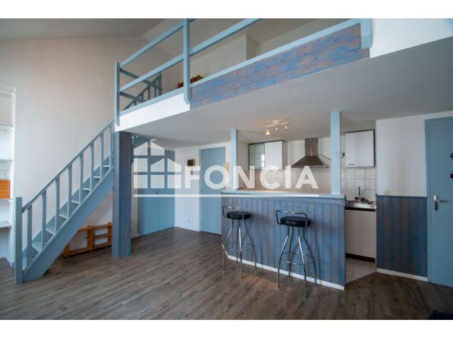 appartement 2 pi ces vendre pau 64000 m2. Black Bedroom Furniture Sets. Home Design Ideas