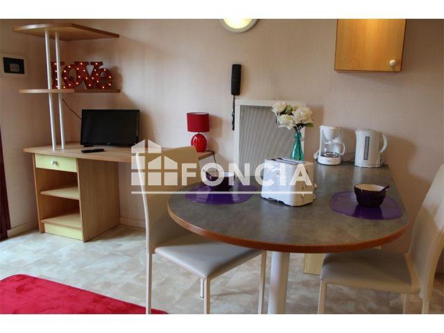 appartement meubl 1 pi ce louer la rochelle 17000. Black Bedroom Furniture Sets. Home Design Ideas