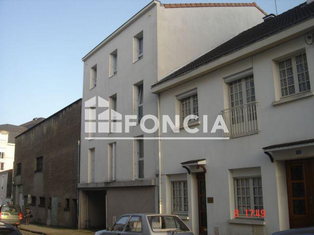 appartement 1 pi ce louer la roche sur yon 85000 foncia. Black Bedroom Furniture Sets. Home Design Ideas