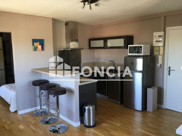 appartement meubl 2 pi ces louer bordeaux 33200 foncia. Black Bedroom Furniture Sets. Home Design Ideas